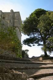 Treppe im Eingangsbereich der Abtei Montmajour