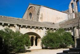 Innenhof des Kreuzgangs der Abtei Montmajour