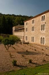 Die Rückseite der Abbaye de Sénanque