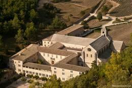 Blick von oben auf die Abbaye de Sénanque
