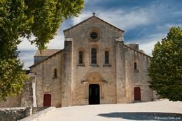Fassade der Abteikirche von Silvacane
