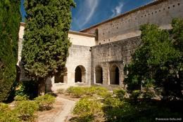 Der Innenhof des Kreuzgangs der Abbaye de Silvacane