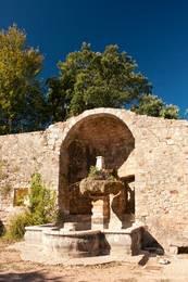 Brunnen auf dem Gelände der Abbaye du Thoronet