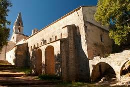 Die Kirche der Abbaye du Thoronet von außen