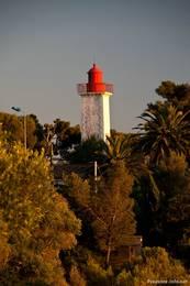 Alter Leuchtturm am Pointe de la Baumette am östlichen Ende der Bucht von Agay