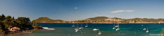 Blick von der anderen Seite über die Bucht von Agay, links im Hintergrund erkennt man das Cap Dramont