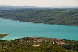 Ausblick von Aiguines auf Les Salles-sur-Verdon und den Lac de Sainte-Croix