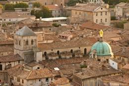 Blick auf das Zentrum der Altstadt von Apt mit der Kathedrale Sainte-Anne