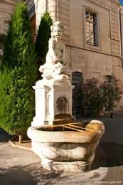 Brunnen in der Altstadt von Apt