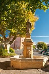 Ein weiterer Brunnen in der Altstadt von Apt