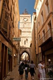 Uhren- bzw. Glockenturm in der Altstadt von Apt