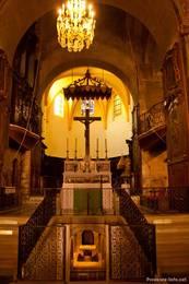 Die sehenswerte Kathedrale Sainte-Anne von innen