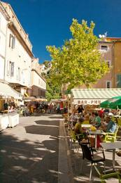 An einem Markttag in der Altstadt von Apt