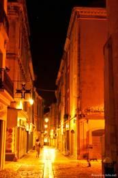 Nachts in der Altstadt von Apt