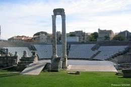 Reste des römischen Theaters in Arles