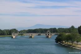 Die Rhône mit der Pont Saint-Bénézet die auch Pont d'Avignon genannt wird