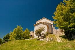 Rückseite der Kirche von Bargème
