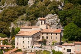 Die das Dorf Bauduen überragende Kirche Saint-Pierre