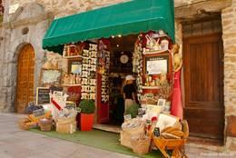 Provenzalischer Souvenirladen in den Straßen von Bormes-les-Mimosas