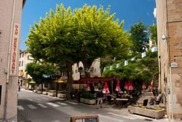 Dorfplatz im Zentrum von Callian