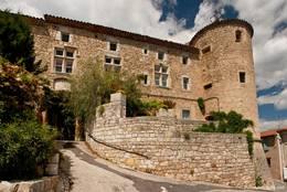 Das Schloss am höchsten Punkt des historischen Kerns von Callian