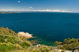 Aussicht vom Cap Camarat entlang der Côte d'Azur in Richtung des Esterel-Gebirges und der Alpen