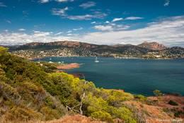 Blick vom Rundweg um das Cap Dramont auf die Bucht von Agay