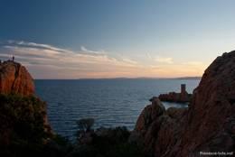 Blick vom Cap Dramont zur Île d'Or im Abendlicht