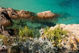 Felsen und kristallklares Wasser, das zeichnet die Küste nahe des Cap Taillat aus