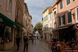 Blick aus den Straßen von Cassis Richtung Hafen