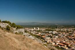 Ausblick vom Colline Saint-Jacques, rechts im Tal sieht man Cavaillon und im Hintergrund erhebt sich der Mont Ventoux