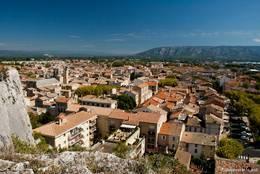 Ausblick über die Altstadt von Cavaillon, im Hintergrund erheben sich die Berge des Luberon