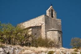 Die kleine romanische Kapelle Saint-Jacques auf dem Hügel