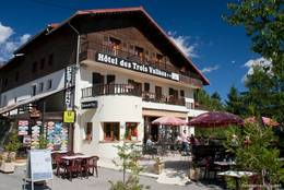 Ein Hotel an der Passhöhe des Col de Turini