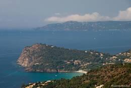 Das Cap Nègre vom Col du Canadel aus gesehen, dahinter das Cap Bénat