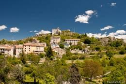 Blick auf das Dorf Comps-sur-Artuby