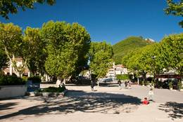 Der Place Général de Gaulle in der Altstadt von Digne-les-Bains