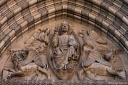 Fresken über dem Eingang der Kathedrale Saint-Jérôme