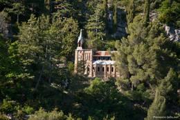 Kapelle Notre-Dame-de-Lourdes am Berghang oberhalb von Digne-les-Bains