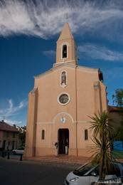 Frontansicht der Kirche von Giens