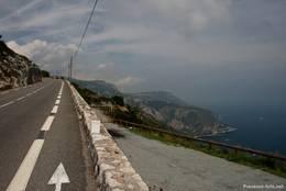 Die Grande Corniche gut 500 Meter über dem Mittelmeer