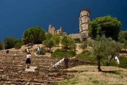 Die alte Burg steht am höchsten Punkt von Grimaud und bietet eine wunderbare Aussicht