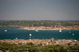 Von der Festung in Grimaud hat man einen guten Ausblick auf Saint-Tropez und das Mittelmeer