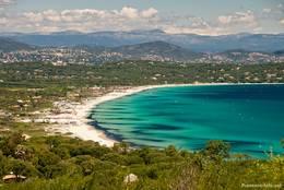 Blick über den Plage de Pampelonne auf der Halbinsel von Saint-Tropez