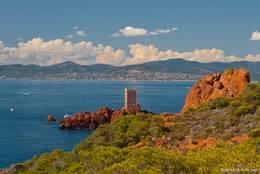 Ausblick vom Cap Dramont über die Île d'Or auf die Bucht vor Saint-Raphaël