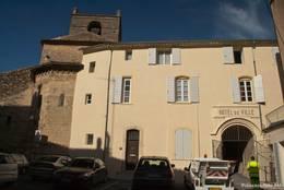 Das Rathaus von La Tour-d'Aigues