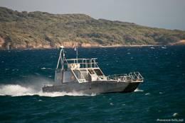 Ein Taxi-Boot auf dem Mittelmeer zwischen La Tour Fondue (Halbinsel Giens) und der Insel Porquerolles