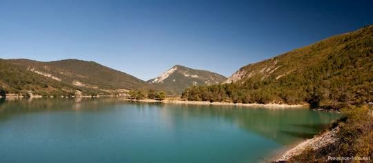 Kleines Panoramabild vom nördlichen Teil des Lac de Castillon