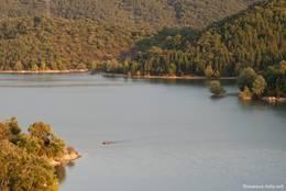 Ein Teil des Lac de Saint-Cassien aufgenommen aus den Hügeln oberhalb des Sees