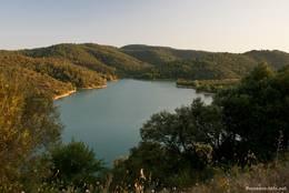 Abendlicher Blick auf den nordwestlichen Teil des Lac de Saint-Cassien
